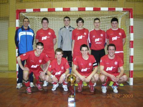 Ekipa, ki je to soboto nastopala v Ribnici in prejela pokal za najboljšo ekipo v kategoriji U-19
