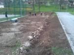 Grabljenje izkopanih in nasutih delov okoliceigrišča_10