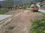 Grabljenje izkopanih in nasutih delov okolice igrišča_15