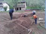 Grabljenje izkopanih in nasutih delov okoliceigrišča_23