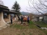 Grabljenje izkopanih in nasutih delov okolice igrišča_4