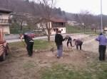 Grabljenje izkopanih in nasutih delov okoliceigrišča_7